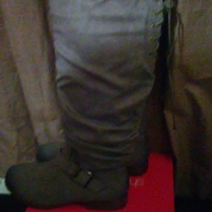 Womens size 7 grey boots